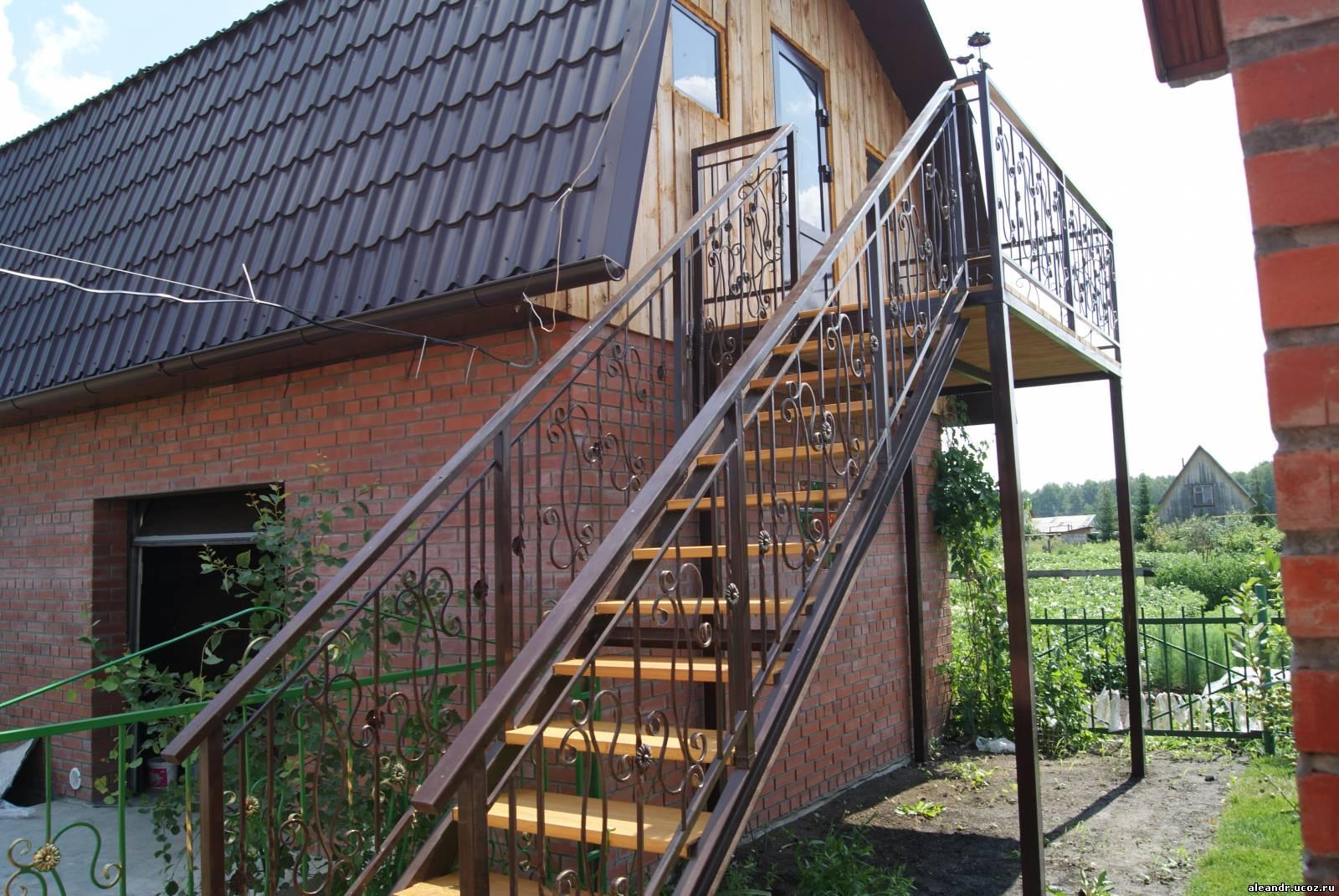 Перила и лестница.